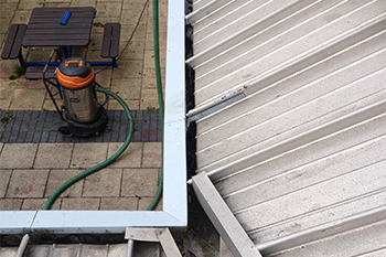 gutter-cleaning_sub2_350X233-350x233